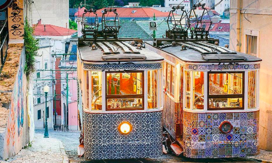 Lissabon Trams And Tiles
